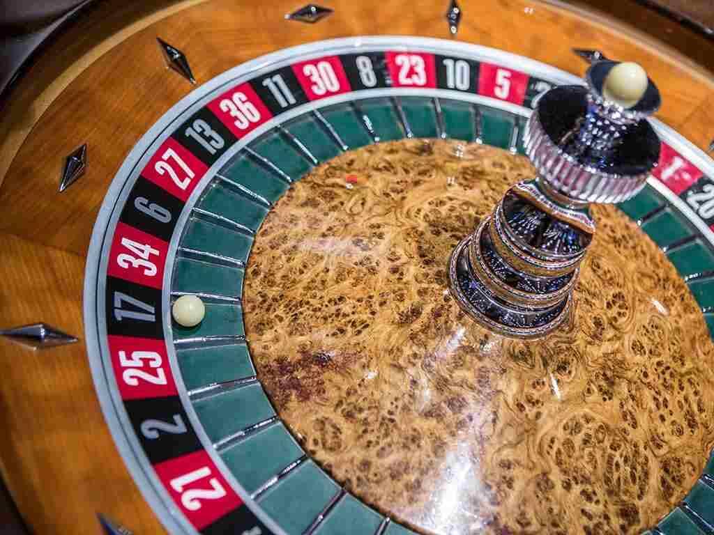 ¿Cómo saber a qué número apostar en la ruleta?